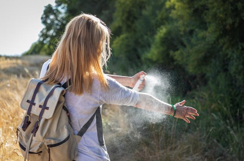 Jak chronić się przed kleszczami i komarami?