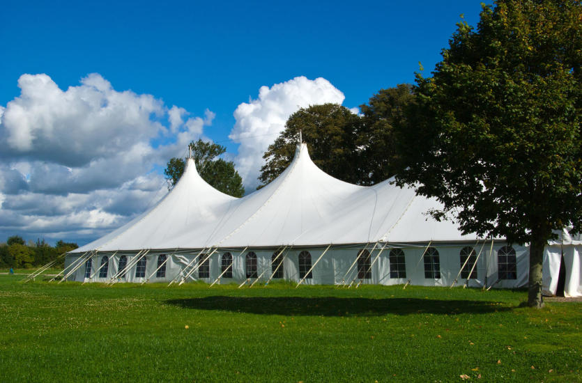 Как выбрать надежное хранилище или палатку для вечеринок?