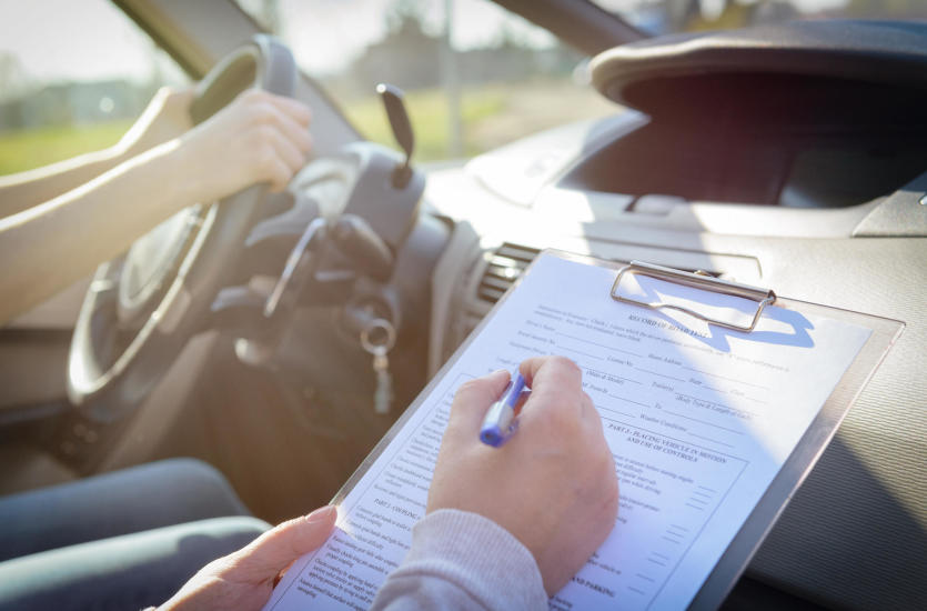 Prawo jazdy kategorii B – czym kierować się przy wyborze szkoły nauki jazdy?
