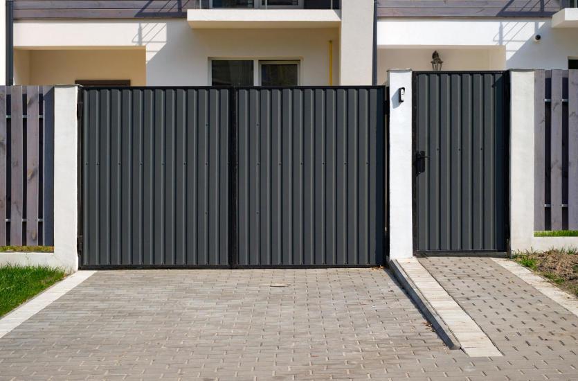 Na co zwrócić uwagę, wybierając ogrodzenie domu?