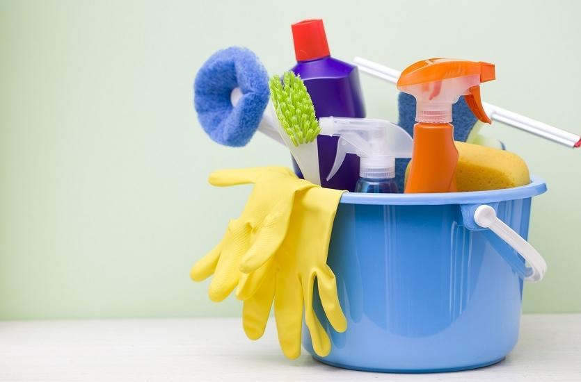 Jakie artykuły są niezbędne do sprzątania toalety?
