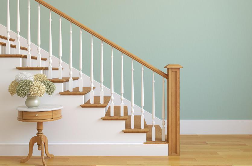 Jakie są zalety schodów wewnętrznych z drewna?