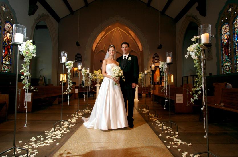 Jak udekorować kościół na ślub?