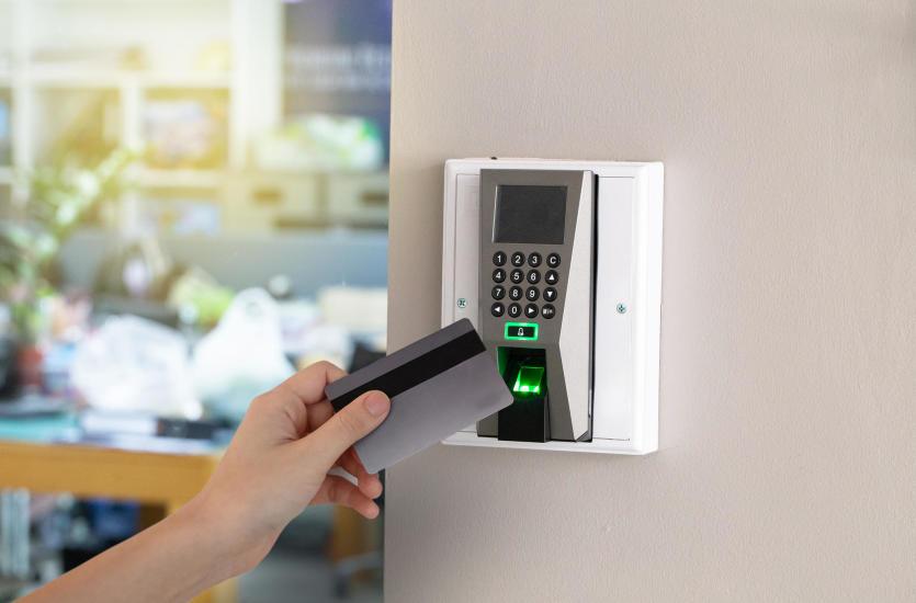 Bezpieczeństwo budynku z wykorzystaniem systemu kontroli dostępu