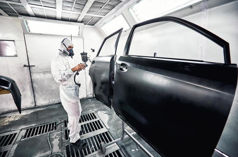 Co warto wiedzieć o lakierowaniu samochodów dostawczych?