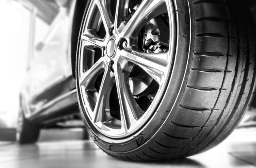 Opony samochodowe – jak wybrać te idealne?