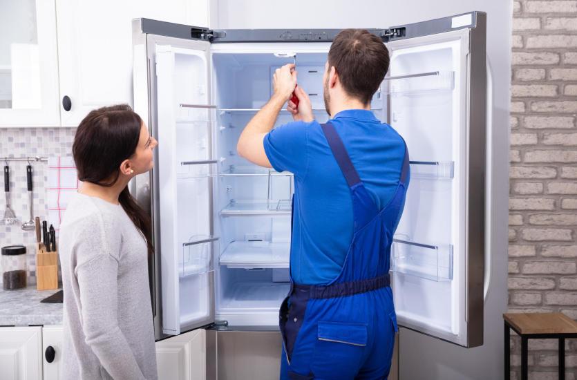 Najczęstsze awarie lodówek oraz zamrażarek – z czym poradzi sobie serwis?