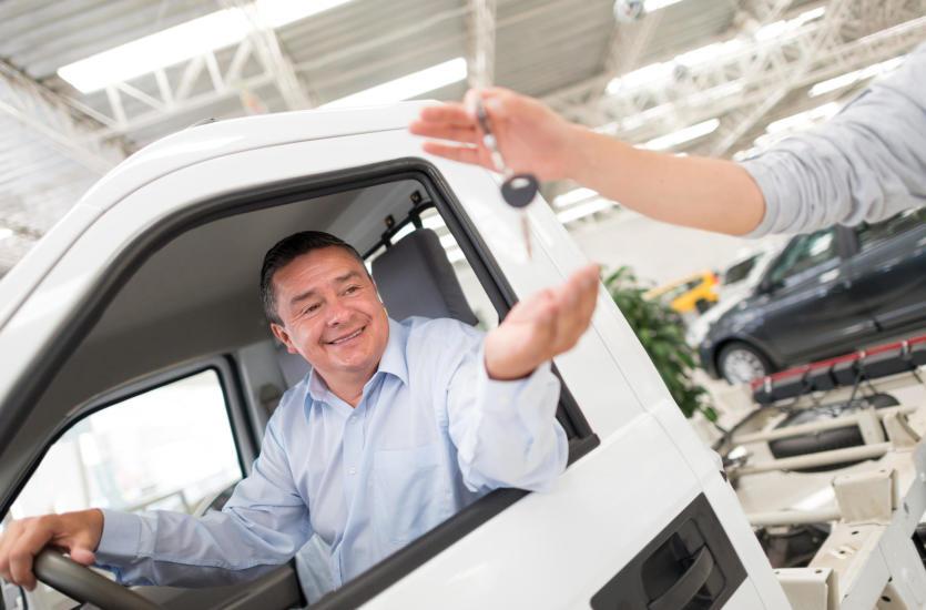 Zalety używanych samochodów ciężarowych, jaki ciągnik kupić?