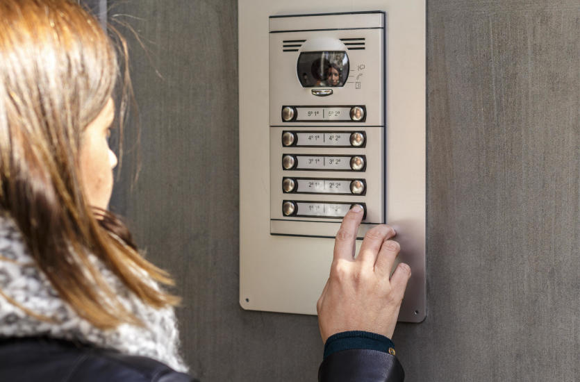Popularne sposoby zabezpieczenia domu przed intruzem