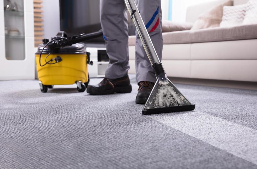 Na co zwrócić uwagę przy wyborze firmy czyszczącej dywany?