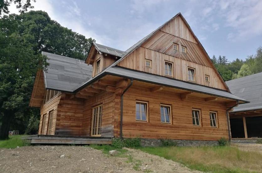 Wysokiej jakości drzwi i okiena drewniane