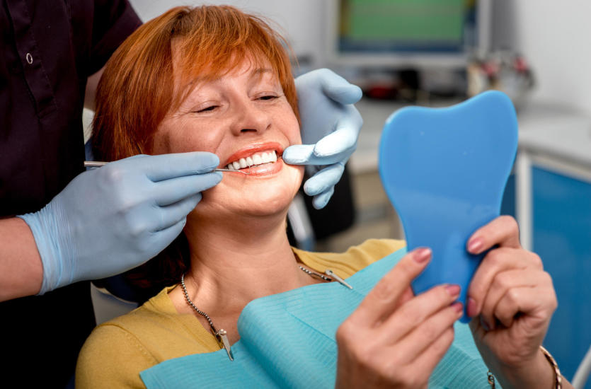 W jaki sposób zadbać o higienę protez zębowych?