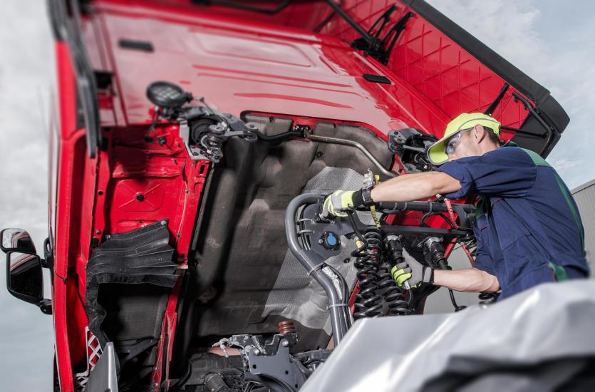Kompleksowa obsługa napraw samochodów ciężarowych