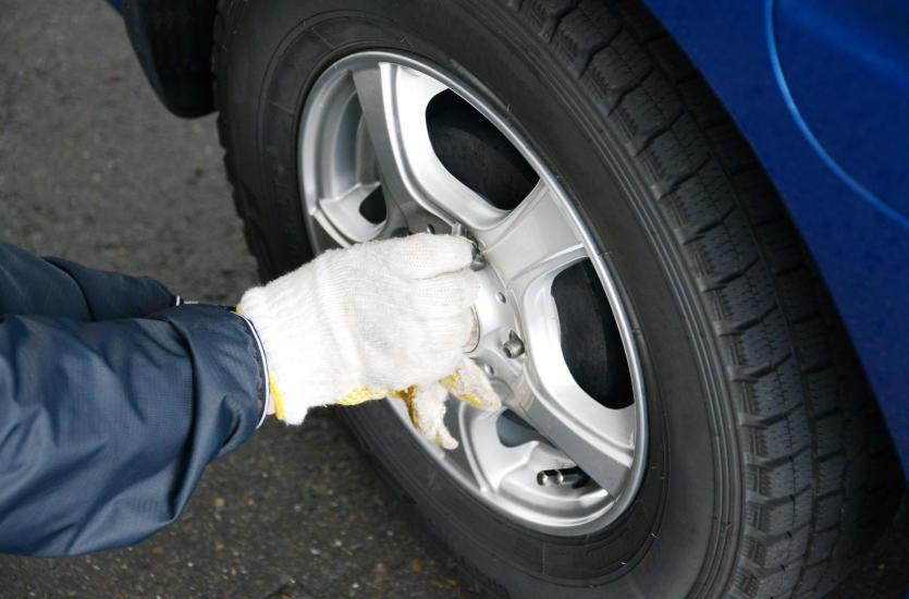 Когда следует заменить шину в автомобиле на новую?