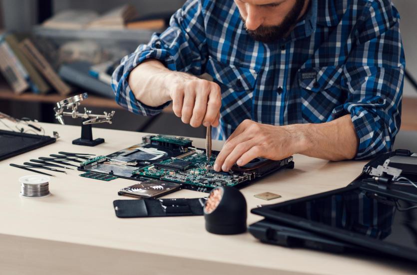 Kiedy warto skorzystać z usług pogotowia informatycznego?