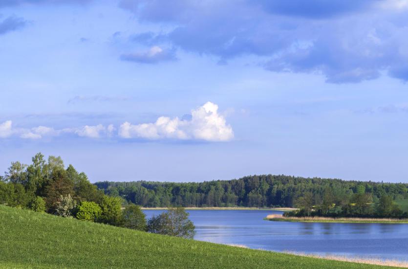 Domki nad jeziorem – idealne miejsce na udane wakacje