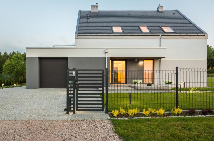 Почему стоит инвестировать в калитку и ограждение дома?