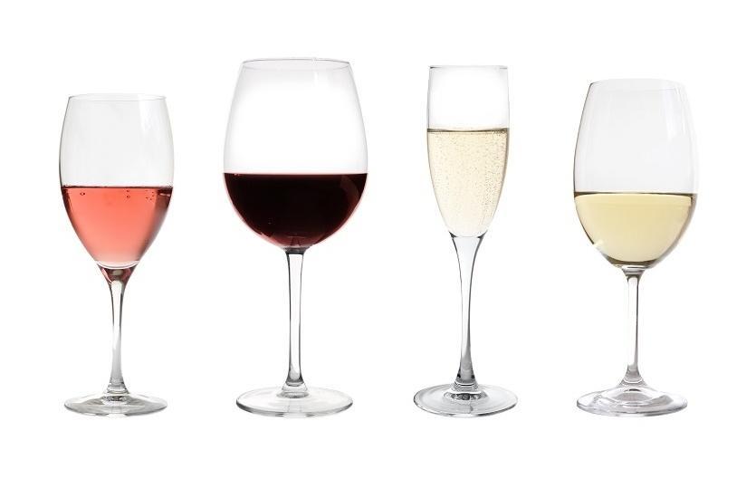 В чем разница между бокалами для белого и красного вина?