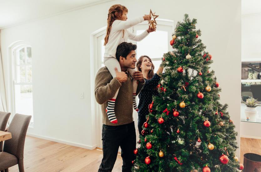 Jak ubrać choinkę? Pomysły na piękne drzewko świąteczne
