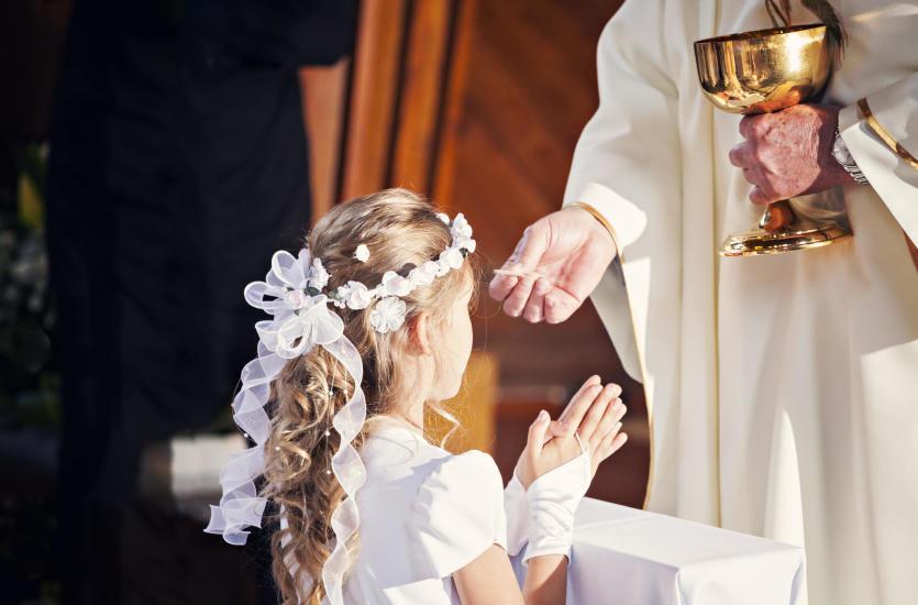 Jaką fryzurę powinna mieć dziewczynka na Komunię Świętą?