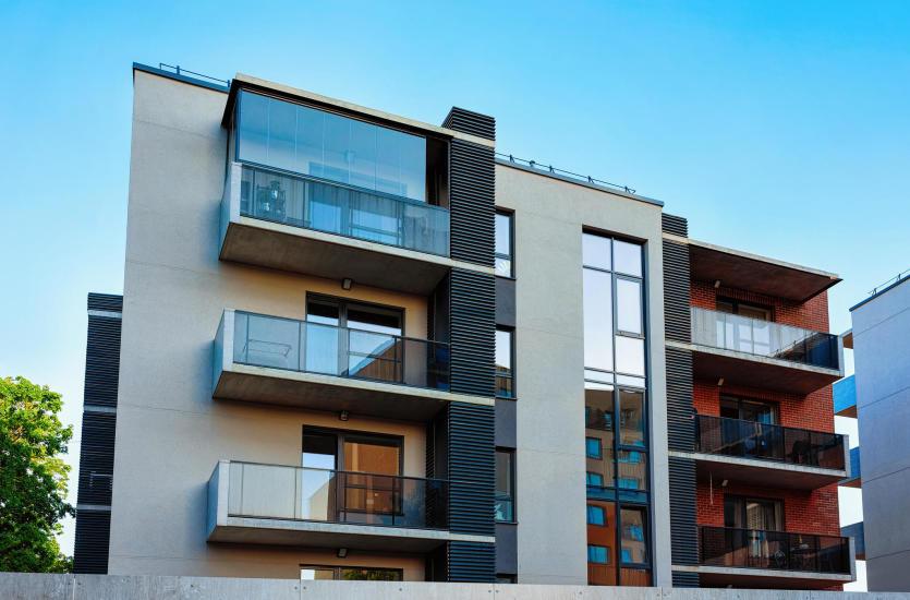 Plusy posiadania zabudowanego balkonu i tarasu