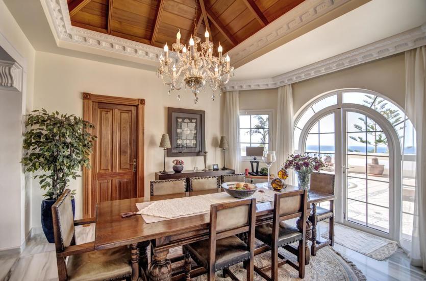 Nowoczesne meble drewniane - elegancja w Twoim salonie
