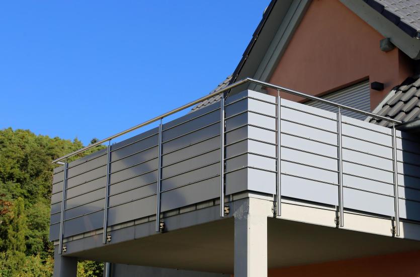 Как выбрать материалы для отделки террасы и балкона?