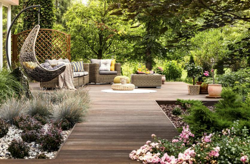 Projektowanie ogrodów prywatnych – co w tym zakresie oferują najlepsi specjaliści?
