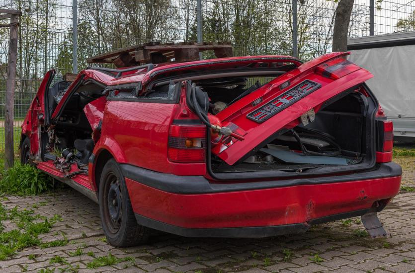 Jak zarobić na uszkodzonym samochodzie?