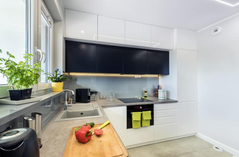 Szkło malowane jako ciekawy pomysł na aranżację kuchni