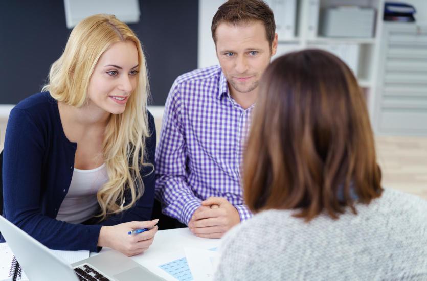 Стоит ли при выборе кредита обращаться к финансовому посреднику? Преимущества и недостатки