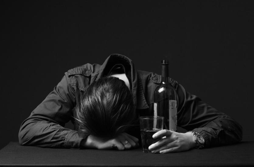 Odtruwanie alkoholowe – pierwszy krok do walki z nałogiem