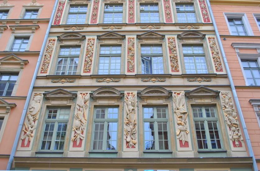 Piękne detale – jak ozdobić budynek oraz wnętrze mieszkania?
