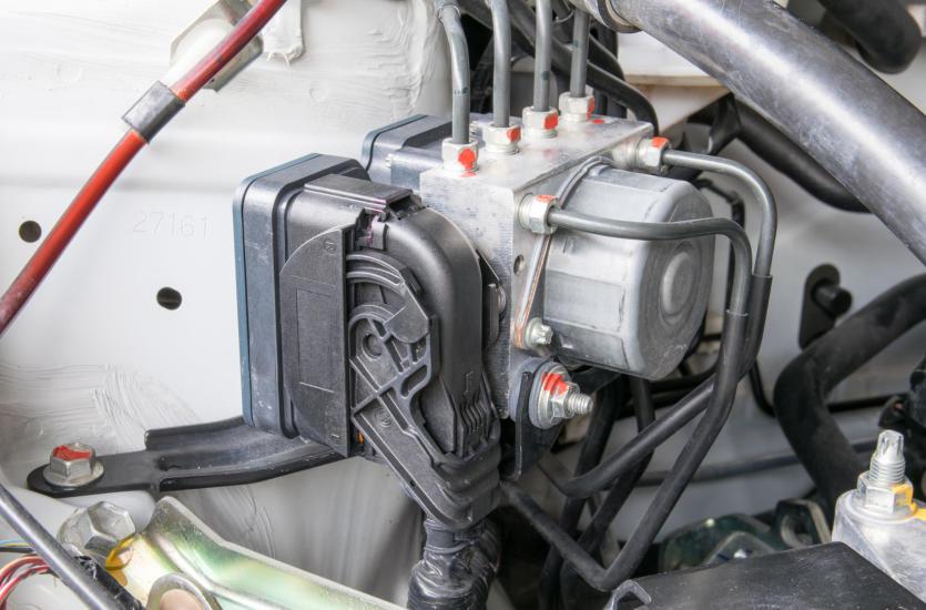 Układ hamulcowy w samochodzie ciężarowym - jak wygląda i z czego się składa?