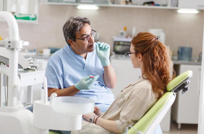 Piękne i zdrowe zęby – wizyta u stomatologa to podstawa