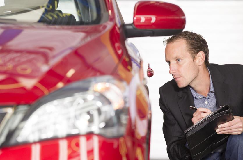 Kim jest rzeczoznawca samochodowy i czym się zajmuje?