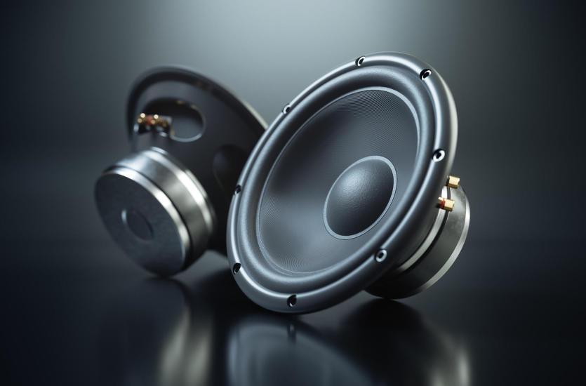 Car audio – jak zbudować idealny zestaw dla miłośników motoryzacji i dobrego brzmienia?