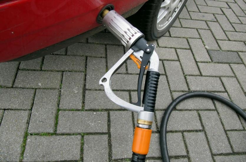 Czy warto jeździć samochodem na gaz? Plusy i minusy instalacji LPG