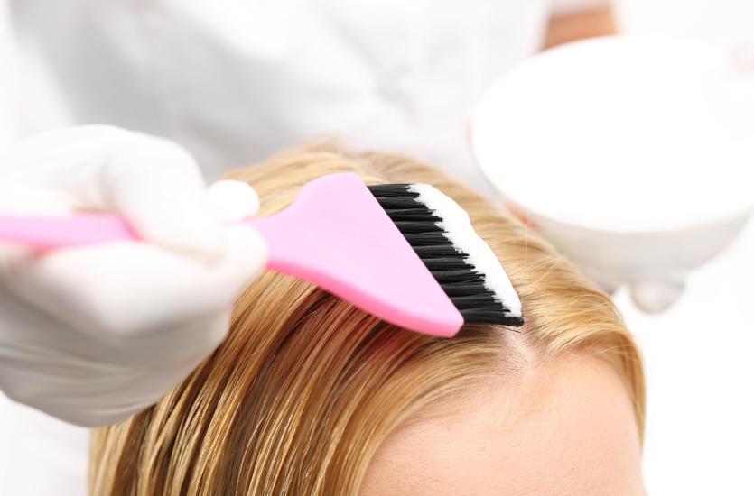 Jak właściwie przeprowadza się dekoloryzację włosów?