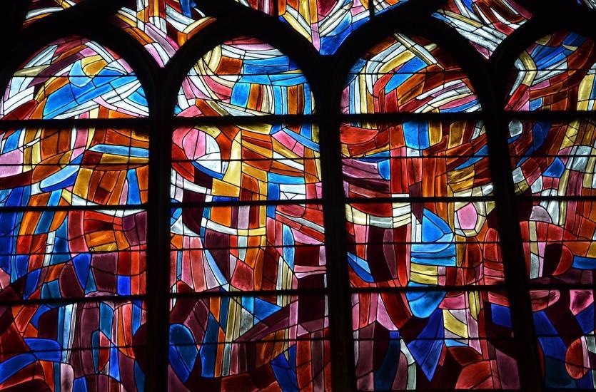 Obrazy malowane światłem - w czym tkwi sekret witraży?