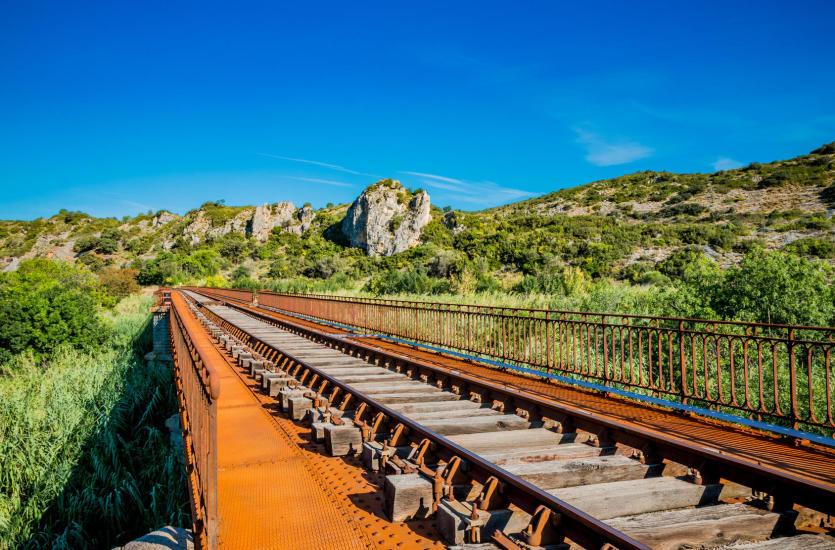 Jak wybrać firmę do budowy i modernizacji infrastruktury kolejowej?