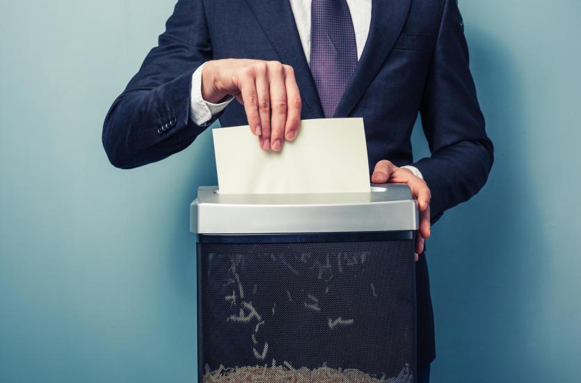 Czy niszczarka do papieru to niezbędny sprzęt biurowy?