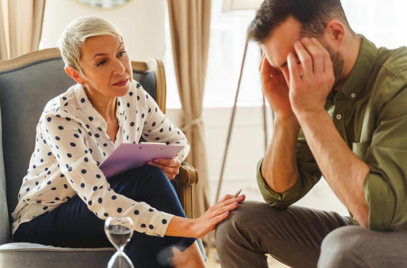 Psychoterapia w nurcie Gestalt – co ją odróżnia od innych metod?