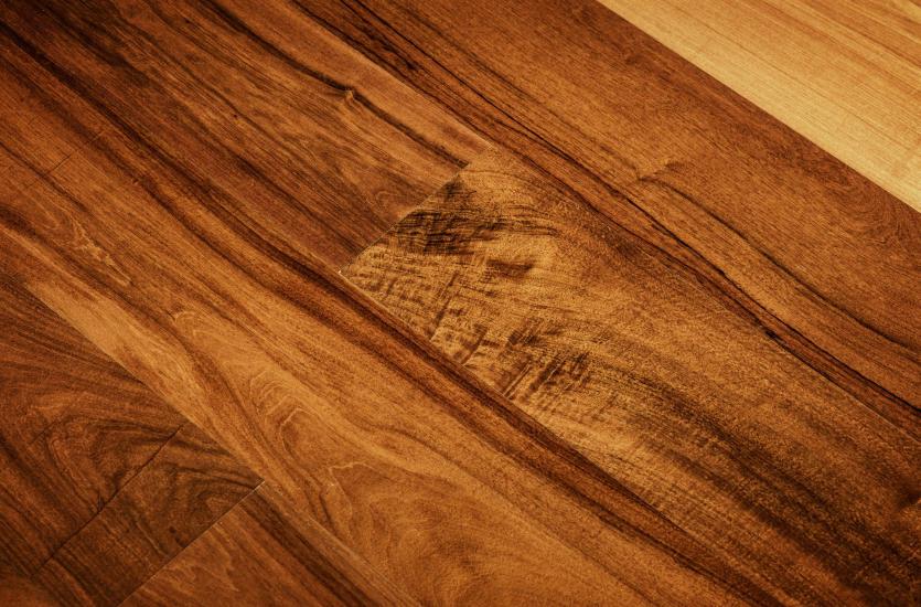 Modne podłogi z drewna – warto znać te rozwiązania!