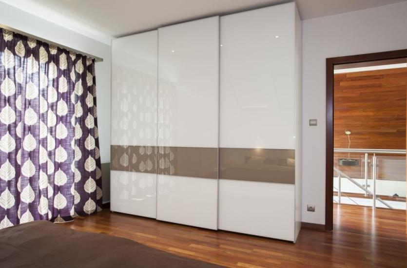 Dlaczego warto zdecydowa si na szafy w zabudowie for Miroir 2 metre