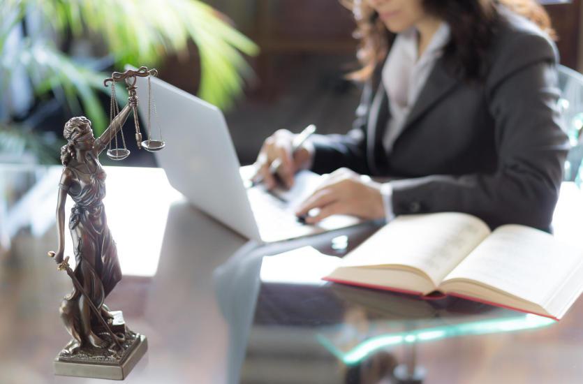 Najważniejsze obowiązki notariusza. Warto je poznać!