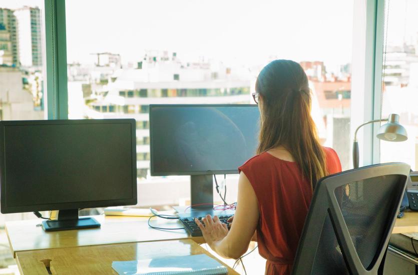 Jak poradzić sobie z awarią prądu w biurze?