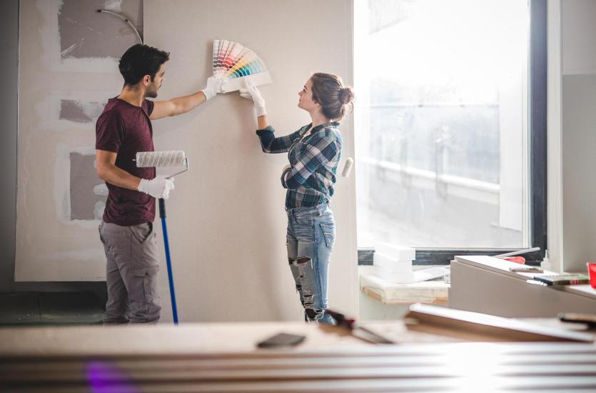 Planujesz odświeżyć swoje mieszkanie? Sprawdź, jakie artykuły malarskie są niezbędne
