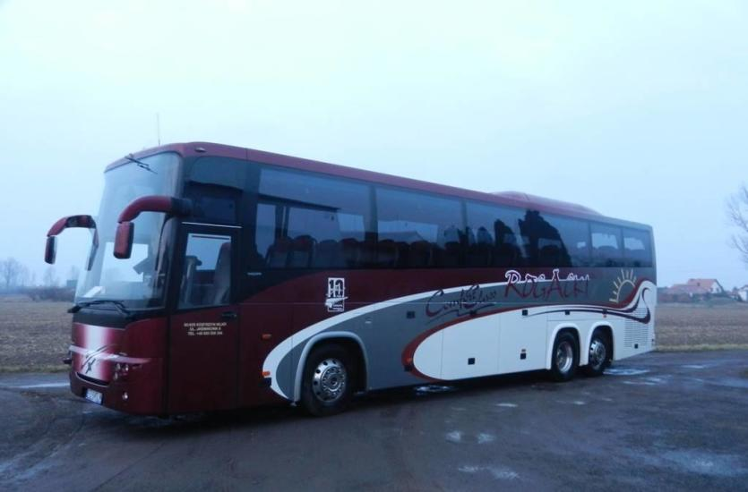 Bezpieczny transport autokarem – na wycieczkę, pielgrzymkę i na lotnisko