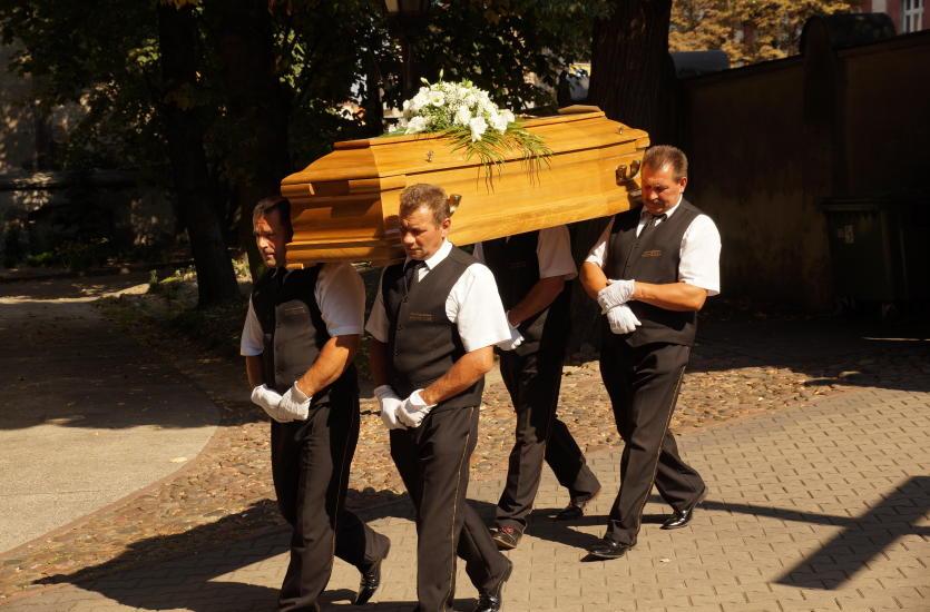 Formalności pogrzebowe – przygotowanie i organizacja pochówku